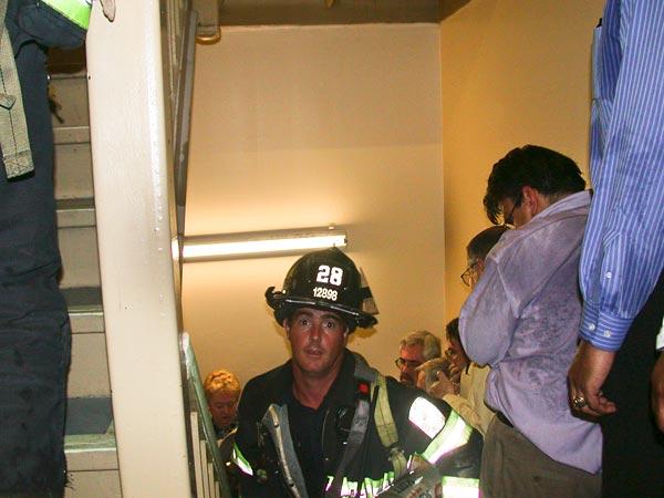 september-9-11-attacks-anniversary-ground-zero-world-trade-center-pentagon-flight-93-firefighter-stairs-wtc_40006_600x450 (1)
